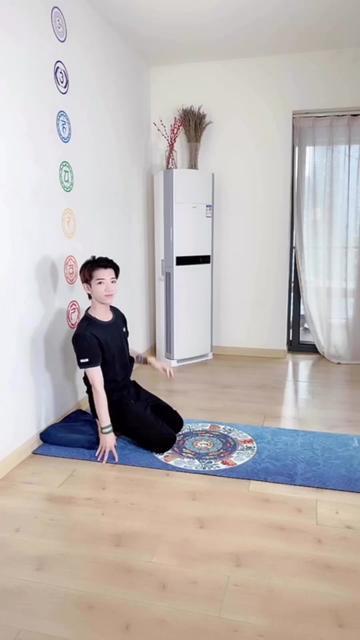 工作一天的必修课 一字马&灵活脊柱&开肩美背 这一次全攻略来了@抖音小助手 #瑜伽 一起来打卡哦~