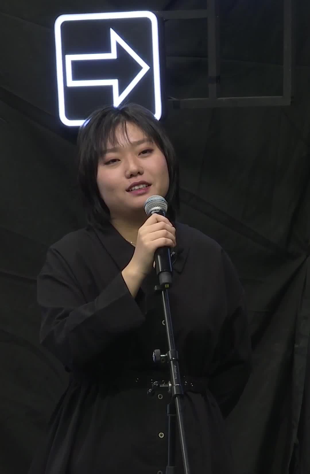 #王牌对王牌 只因为在人群中多看了你一眼,吴彤就给李雪琴做了一档节目#营业吧王牌